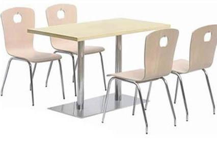 四人榉木餐桌